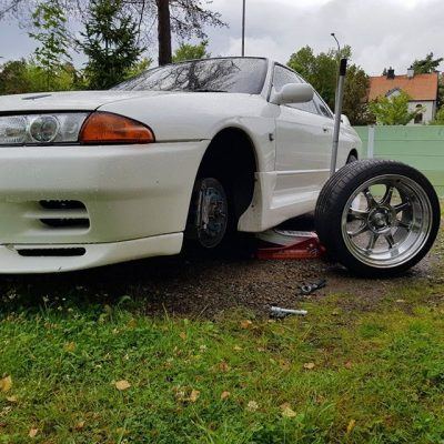 Nissan Skyline GTR R32 being test fitted for a new set of 18x10.5 CP25 Wheels Hyper Black Finish with 265/35-18 Achilles Tires